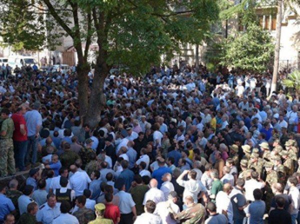 В Абхазии митинг оппозиции перерос в штурм здания МВД