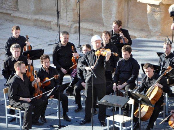 Путин наградил виолончелиста Ролдугина и Дерипаску