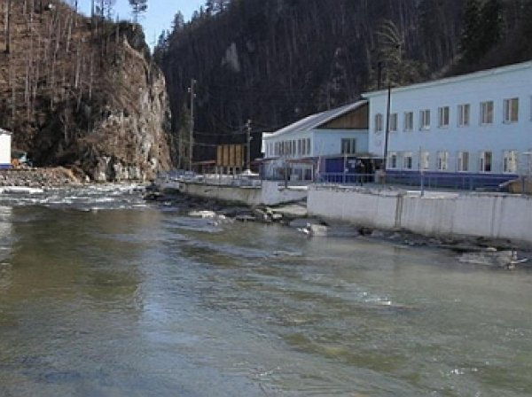Захват заложников в Бурятии: 25 неизвестных с автоматами захватили два ванных корпуса муниципальной лечебницы