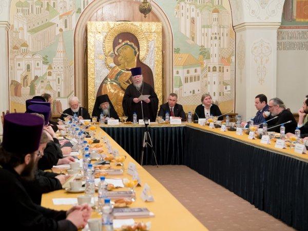 """""""Лучше готовиться заранее"""": РПЦ призывает женщин рожать несколько детей и смирится с нищетой"""