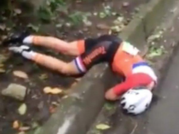 Голландская велосипедистка сломала позвоночник в Рио. Падение Аннемик ван Влюте попало на ВИДЕО