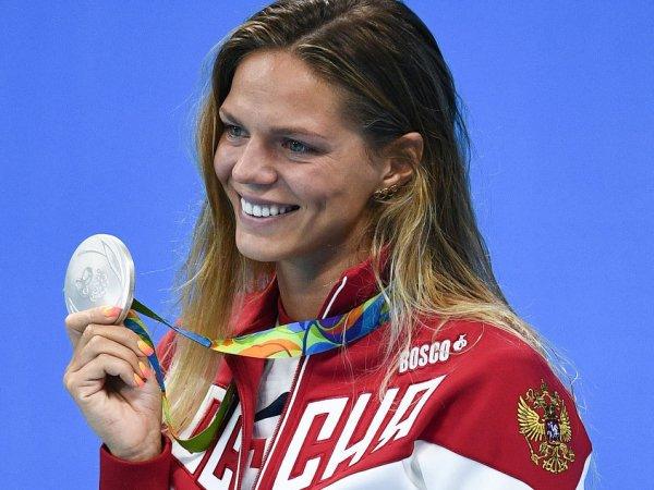 Пловчиха Ефимова попыталась оправдаться за возвращение в США: нужно забрать вещи