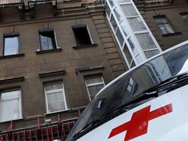 В Екатеринбурге мужчина поймал выпавшего с 8 этажа ребенка