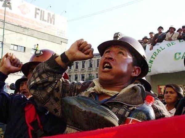 Бастующие шахтеры в Боливии до смерти забили замминистра МВД