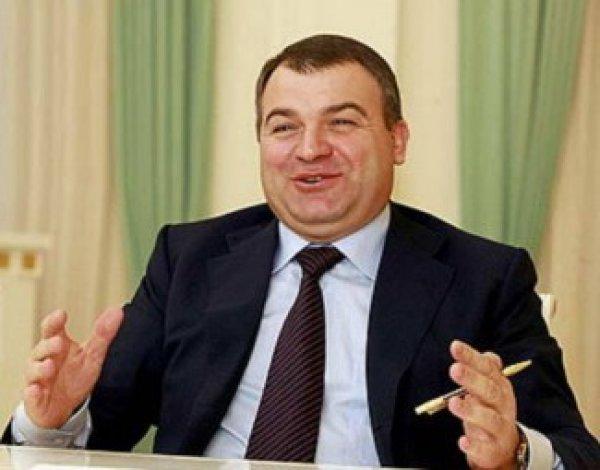 Экс-министр обороны Сердюков займется распределением вознаграждений в ОДК