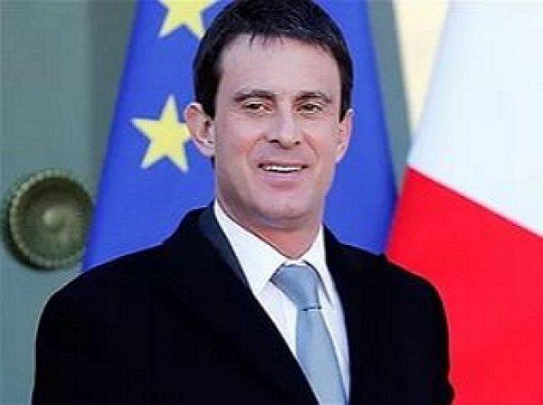Премьер-министр Франции противопоставил буркини голую грудь