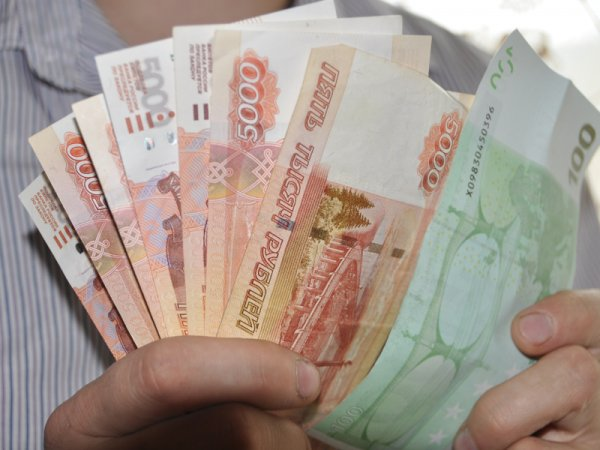 Курс доллара на сегодня, 4 августа 2016: ЦБ РФ опустил курсы доллара и евро