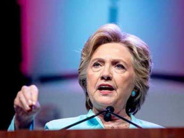 Клинтон чуть не упала у дома: американцы советуют ей сойти с выборов (фото, видео)