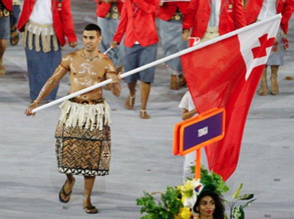Полуголый знаменосец Тонга на открытии Рио-2016 стал звездой Сети