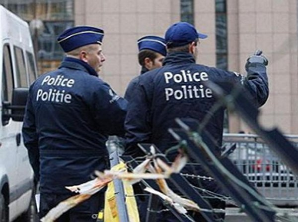 Женщина с мачете напала на прохожих в Брюсселе: опубликованы фото с места нападения