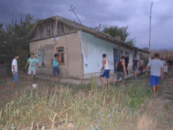 Беспорядки в Одесской области 28.08.2016: жители села Лощиновка разгромили цыганские дома после убийства ребенка (ФОТО, ВИДЕО)