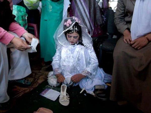 В Афганистане 60-летний имам женился на 6-летней девочке