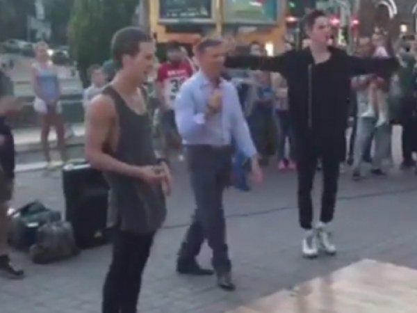 ВИДЕО с Ляшко, танцующим брейк-данс в центре Киева, появилось в Сети
