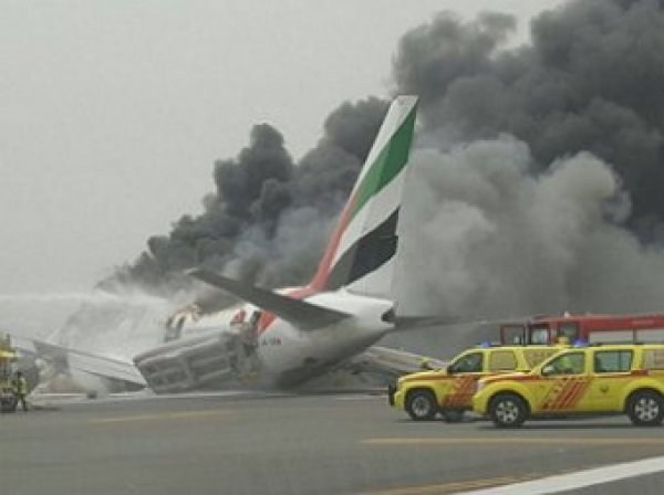 Очевидцы сняли на ВИДЕО панику в горящем самолете в аэропорту Дубая (ВИДЕО)