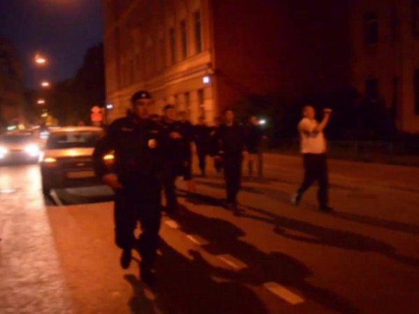 В Москве напали на посольство Украины и чуть не сожгли дипломатов (ФОТО)(ВИДЕО)