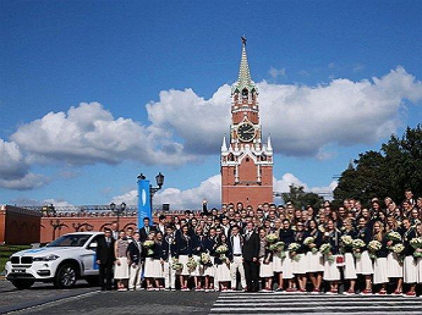 Медведев вручил призерам Олимпиады автомобили BMW российской сборки