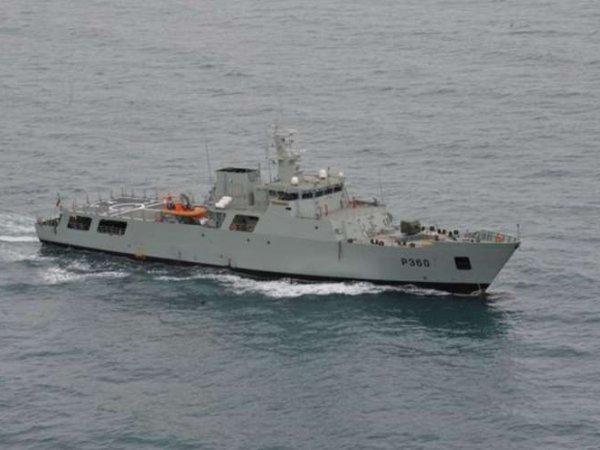 Корабль ВМС США открыл огонь из-за приближения катера Ирана