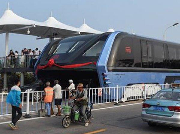 """В Китае испытали уникальный """"автобус будущего"""" (ФОТО) (ВИДЕО)"""