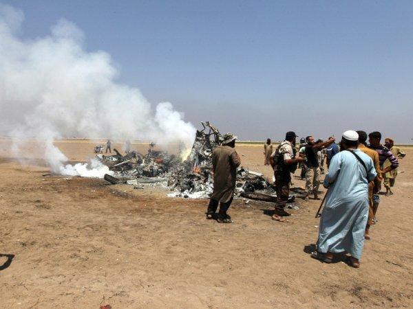 В СМИ попали ФОТО и ВИДЕО с места крушения вертолета РФ в Сирии, известно имя пилота