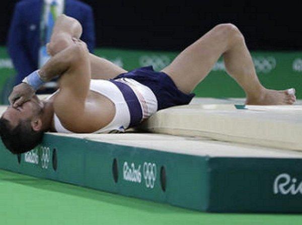 Французский гимнаст, получивший перелом ноги в Рио, упал с носилок (ВИДЕО)