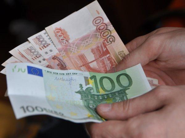 Курс доллара и евро на сегодня, 13 августа 2016: официальный курс евро опустился ниже 72 рублей