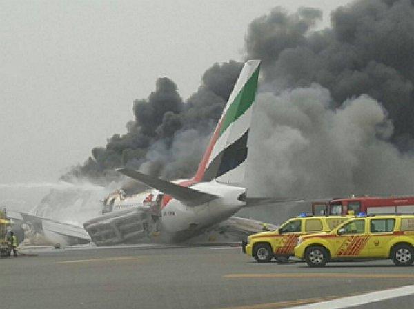 Пожар в самолете в аэропорту Дубау: момент взрыва в самолете попал ВИДЕО