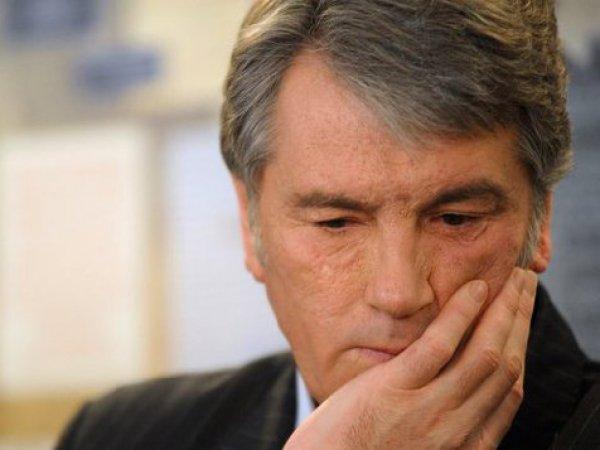 Блогеры: экс-президент Украины Ющенко торгует на рынке вышиванками (ФОТО)