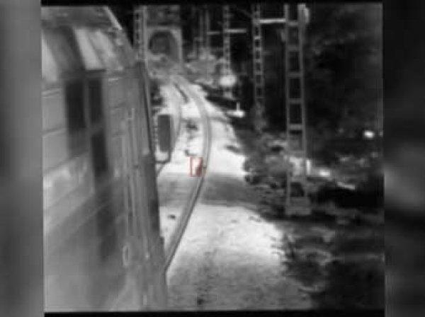 В Сочи ребенка чудом спасли из-под поезда (ВИДЕО)