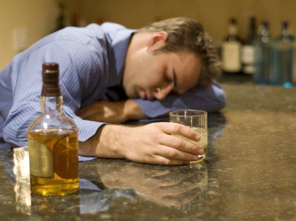 Ученые узнали, что превращает человека в алкоголика