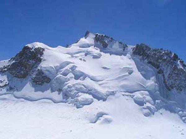Трое альпинистов погибли на пути к «Проклятой горе» на Монблане