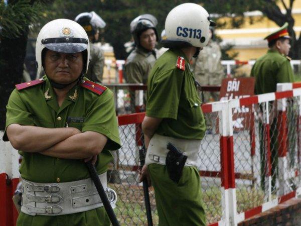 Во Вьетнаме чиновник расстрелял руководство провинции и покончил с собой