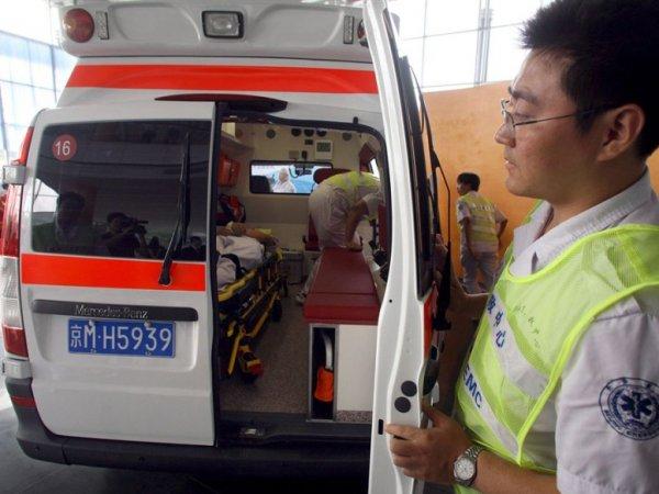 СМИ: в Китае почти 300 детей заболели после купания в бассейне