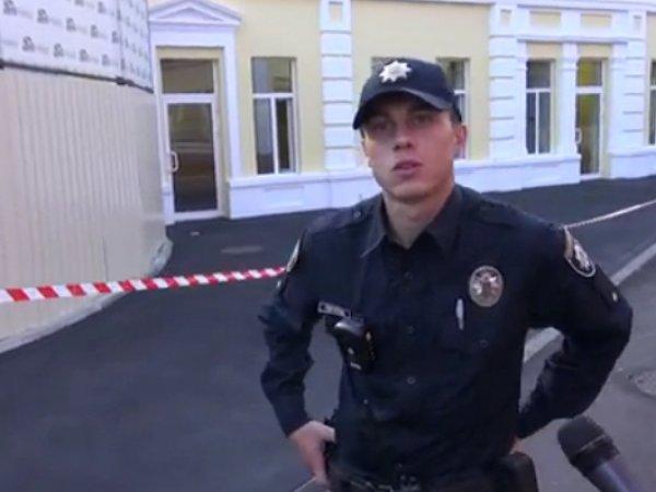 В Харькове к приезду Порошенко покрасили асфальт (ВИДЕО)