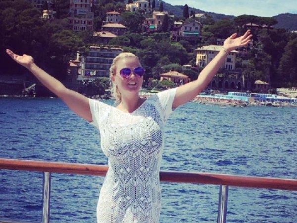 Анна Семенович в Инстаграм заявила, что смирилась со своей полнотой и любовью к выпивке (ФОТО)