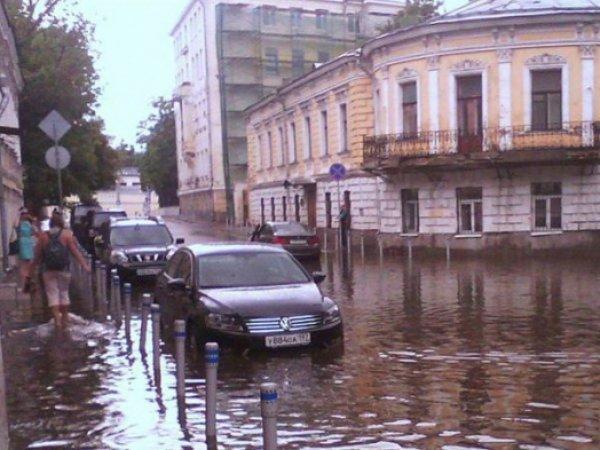Потоп в Москве сегодня, 15 августа 2016: Яуза вышла из берегов (ФОТО, ВИДЕО)