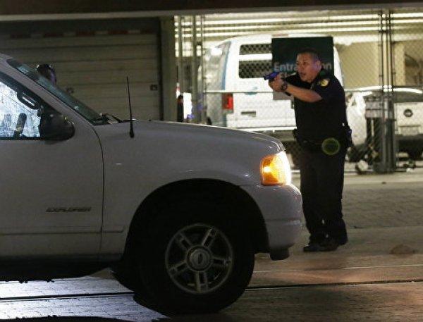 Не понял жестов: в США полицейский застрелил глухонемого водителя