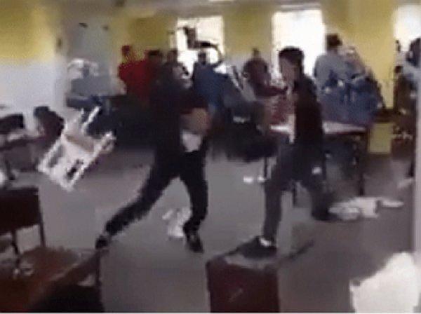 Беженцы устроили драку на стульях в центре регистрации в Германии