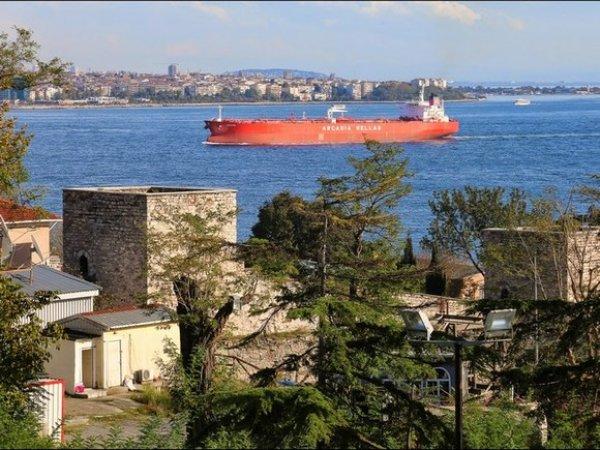 Катер столкнулся с сухогрузом в Босфорском проливе: три человека погибли