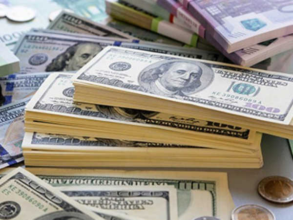 Эксперты: банковский сектор падает, а доллар может уйти выше 67 рублей