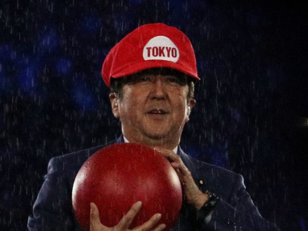 Премьер-министр Японии в образе Супер Марио на закрытии ОИ-2016 удивил соцсети (ФОТО)