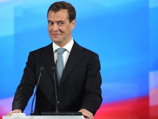 """""""Вы же учителя — зачем вам деньги?"""": соцсети отреагировали на слова Медведева о недовольных зарплатой учителях (ФОТО) (ВИДЕО)"""