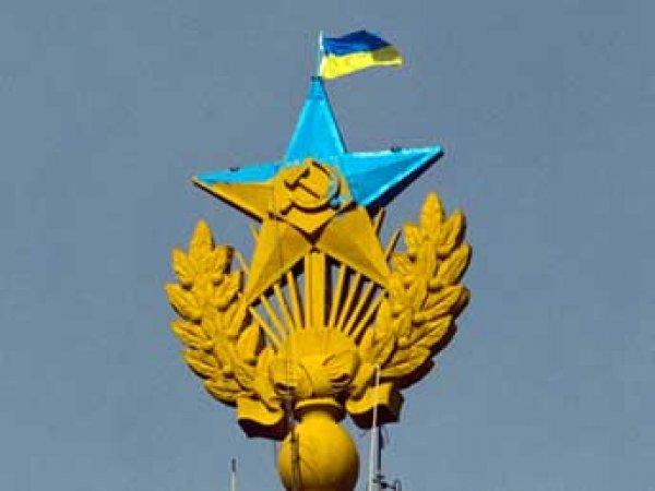 Покрасившим звезду на высотке в Москве руферам выплатят более 2 млн рублей компенсации