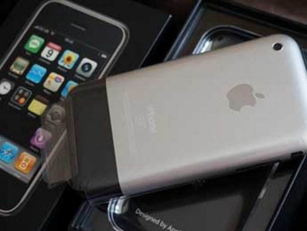Москвич выставил на продажу iPhone 2G первого поколения за 1,25 млн рублей (ФОТО)