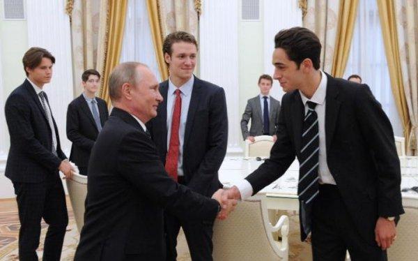 Британские СМИ узнали о тайной встрече Путина в Кремле со студентами Итонского колледжа  (ФОТО)