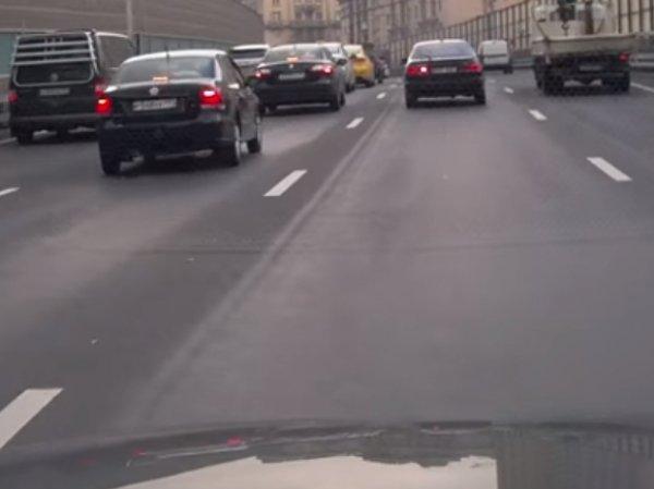 В Москве водителя оштрафовали за нарушение впереди ехавшей машины (ФОТО, ВИДЕО)