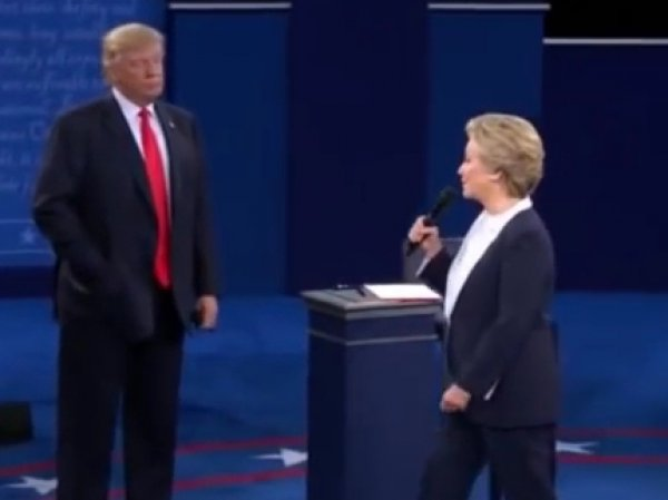 "Youtube ""взорвало"" ВИДЕО дуэта Трампа и Клинтон на теледебатах, ""поющих"" саундтрек из ""Грязных танцев"""