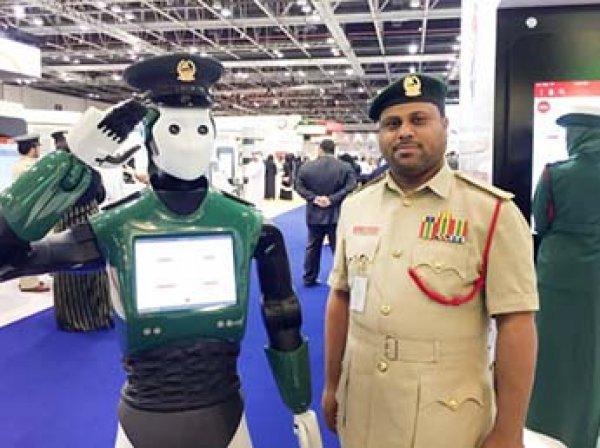 Первый в мире робот-полицейский готовится выйти на улицы Дубая (ВИДЕО)