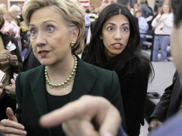 """""""У нее еще не все в порядке с головой"""": WikiLeaks обнародовал письма помощницы Клинтон"""