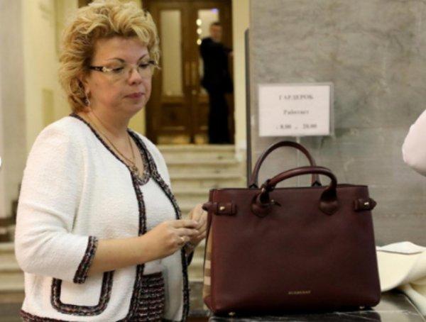 Часы за 1 млн и сумки за 200 тысяч: СМИ оценили аксессуары депутатов Госдумы 7-го созыва (ФОТО)