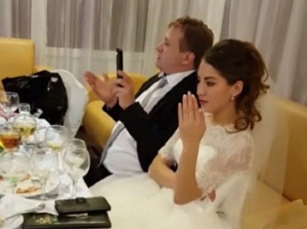 Опубликовано видео бегства молодоженов неоплативших свадебный банкет